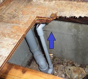 トイレ床下の漏水