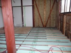 床の断熱材敷設
