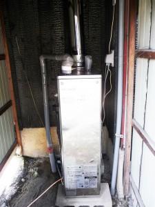 排気筒付きボイラー