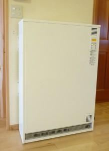 蓄熱暖房機縦型